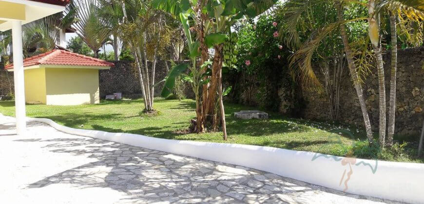 3 bedroom villa within gated community